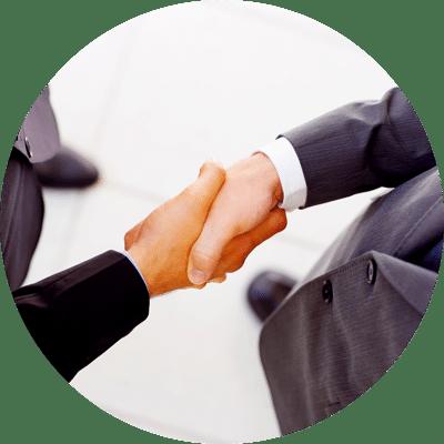 Poignée de mains entre 2 cadres